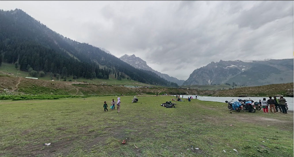 Picnic spot next to Sind River at Sonmarg, last stop before Zoji La pass