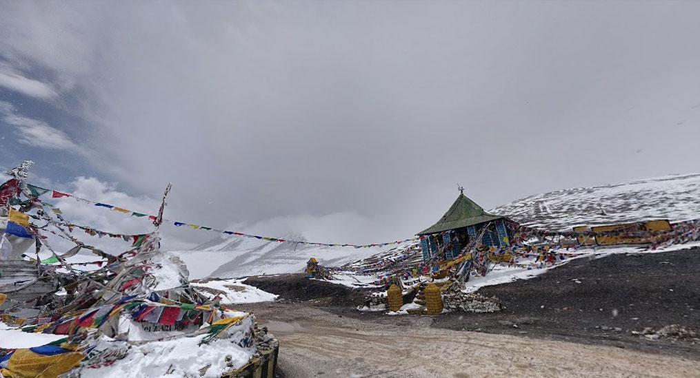 Fresh snowfall at the Tanglangla Pass world's second highest motorable pass