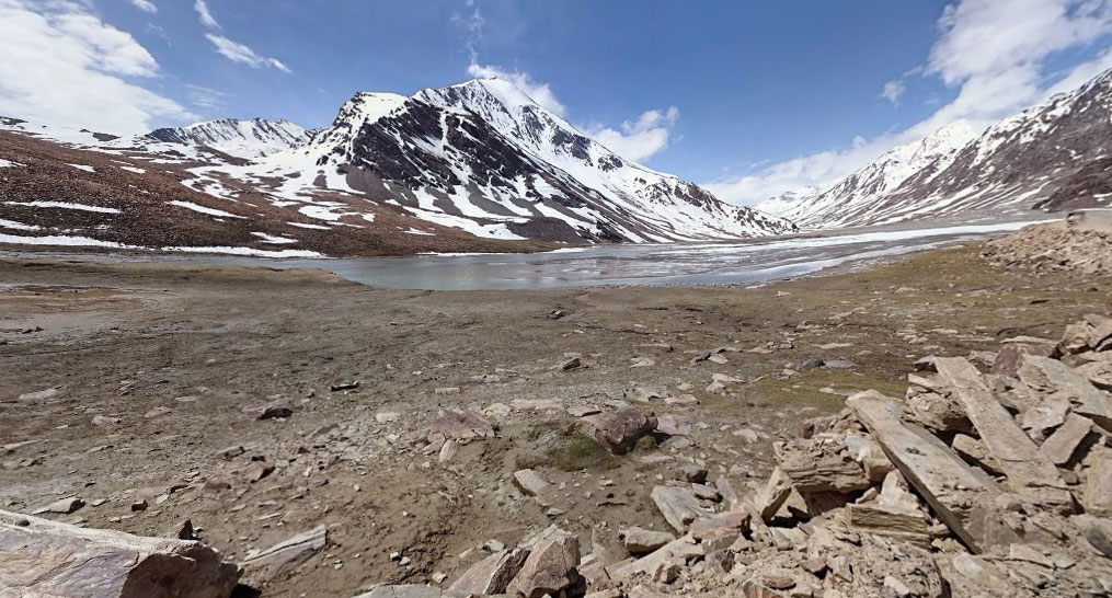 Hands down the most stunning site in the entire road trip to leh! Baralach la keylong-Leh Road