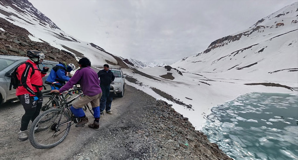 Met a group of bikers cycling to Leh from Manali at Suraj Vishaal Taal and we had a tough time driving there !