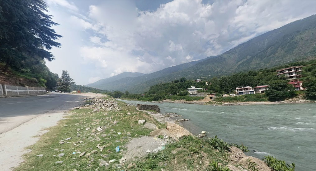 River Beas flowing next to the highway in Himachal Pradesh